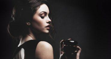 معرفی 6 عطر تلخ و گرم زنانه که باید بشناسید